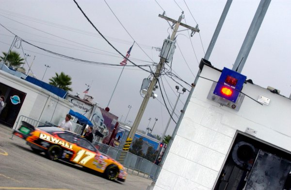 "NASCAR Winston Cup Daytona 500 Practice,Qualifying & Twin 125's, Daytona International Speedway, Daytona Beach, FL, USA 8-13 February,2003Matt Kenseth motors through the garage area as the ""Hot"" pit warning lights flash (right).World Copyright-F Peirce Williams 2003 LAT Photographicref: Digital Image Only"