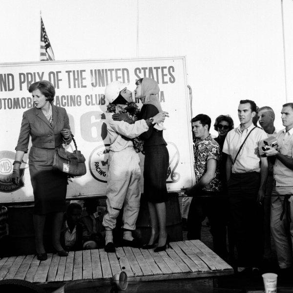 1960 United States Grand Prix.Riverside, California, USA.18-20 November 1960.Stirling Moss (RRC Walker Racing Team) 1st position on the podium.Ref-7442B/W.World Copyright - LAT Photographic