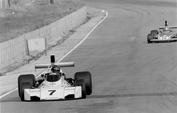 1974 South African Grand Prix.Kyalami, South Africa. 30 March 1974.Carlos Reutemann (Brabham BT44-Ford Cosworth), 1st position, leads Niki Lauda (Ferrari 312B3). Ref-6129 #26.World Copyright - LAT Photographic