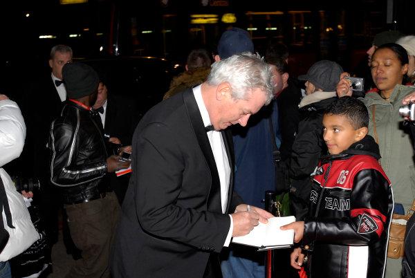 Grosvenor House Hotel, Park Lane, London 7th December 2008. Pat Symonds signs an autograph. PortraitWorld Copyright: Gary Gold/LAT Photographic ref: Digtal Image _1GG9113
