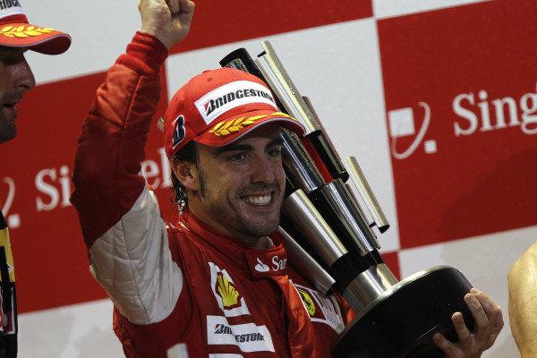 Marina Bay Circuit, Singapore. 26th September 2010. Fernando Alonso, Ferrari F10, 1st position, celebrates victory. Portrait. Podium. World Copyright: Andrew Ferraro/LAT Photographic ref: Digital Image _Q0C6295