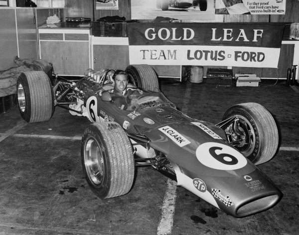 New Zealand Grand Prix, Pukekohe, New Zealand. 6th January 1968. Jim Clark(Lotus 49 Cosworth), retired, in its new Gold Leaf livery, portrait.  World Copyright: LAT Photographic. Ref:  B/W Print.