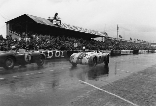 Le Mans, France. 12th - 13th June 1954 William Spear/Sherwood Johnston (Cunningham C4-R Chrysler), 3rd position, action. World Copyright: LAT Photographic Ref: 5343I - 9-9A.
