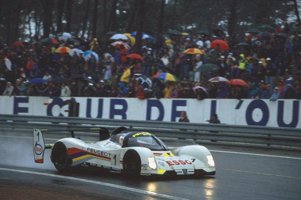 1992 Le Mans 24 Hours. Le Mans, France. 20th - 21st June 1992. Yannick Dalmas/Derek Warwick/Mark Blundell (Peugeot 905 Evo 1), 1st position, action. World Copyright: LAT Photographic. Ref:  92LM23.