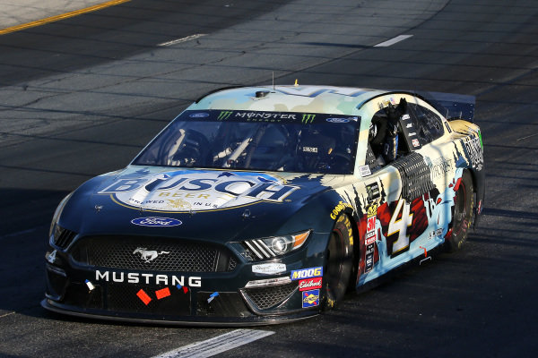 #4: Kevin Harvick, Stewart-Haas Racing, Ford Mustang Busch Beer / National Forest Foundation celebrates his win
