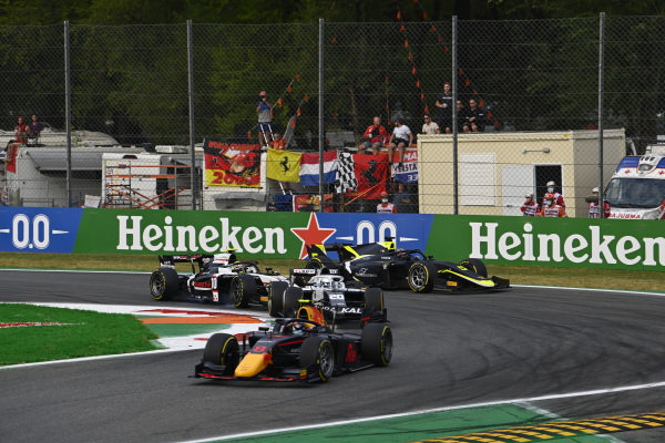 Juri Vips (EST, Hitech Grand Prix), leads Matteo Nannini (ITA, Campos Racing), Theo Pourchaire (FRA, ART Grand Prix), and Dan Ticktum (GBR, Carlin)