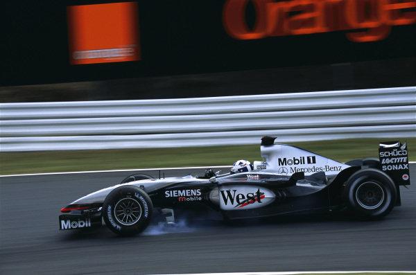 David Coulthard, McLaren MP4-17D Mercedes, locking up a wheel.