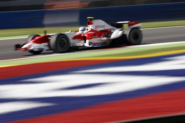 2007 Italian Grand Prix - Friday PracticeAutodromo di Monza, Monza, Italy.7th September 2007.Jarno Trulli, Toyota TF107. Action. World Copyright: Lorenzo Bellanca/LAT Photographicref: Digital Image _64I5496