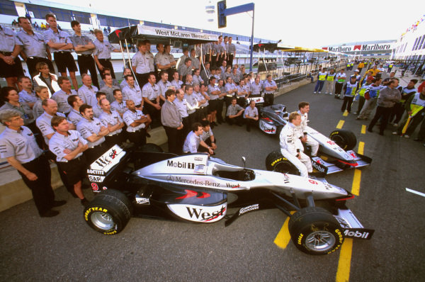 Jerez, Spain.24-26 October 1997.The McLaren Mercedes crew groups for a team shot in the pitlane.Ref-97 EUR 29.World Copyright - LAT Photographic
