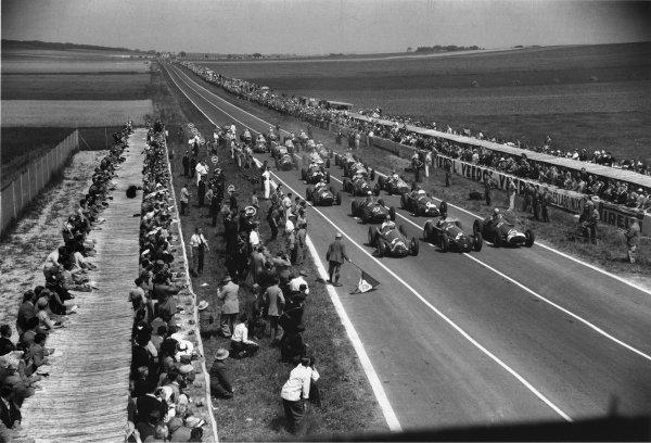 1951 French Grand Prix.Reims-Gueux, France. 1 July 1951.Juan Manuel Fangio (Alfa Romeo 159, number 4), Giuseppe Farina (Alfa Romeo 159, number 2) and Alberto Ascari (Ferrari 375, number 12) on the front row. Luigi Villoresi (number 10), Consalvo Sanesi (6), Jose Froilan Gonzalez (14), Luigi Fagioli (8), Louis Chiron (42), Reg Parnell, Philippe Etancelin line up behind. Ref-51_35_14.World Copyright - LAT Photographic