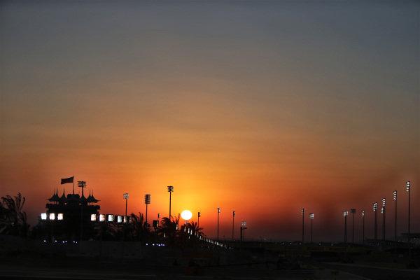 Sunset. Formula One World Championship, Rd3, Bahrain Grand Prix, Race, Bahrain International Circuit, Sakhir, Bahrain, Sunday 6 April 2014.  BEST IMAGE