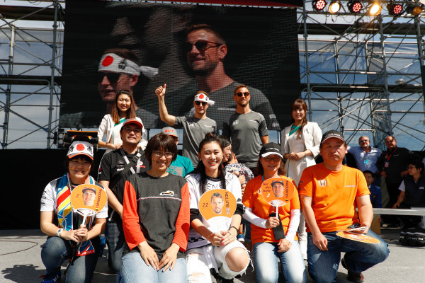 Suzuka Circuit, Japan. Sunday 08 October 2017. Stoffel Vandoorne, McLaren, and Jenson Button, McLaren, with McLaren fans. World Copyright: Glenn Dunbar/LAT Images  ref: Digital Image _31I7373