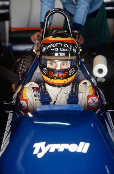Kyalami, South Africa.5th - 7th April 1984.Stefan Bellof, Tyrrell 012-Ford, in the pits, portrait.World Copyright - LAT Photographic