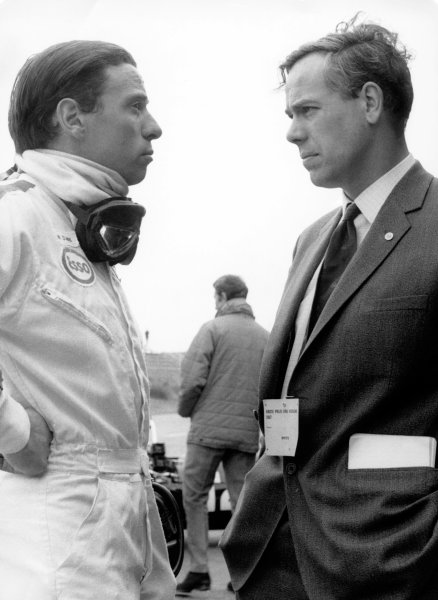 Zandvoort, Holland. 4th June 1967. Rd 3. Jim Clark, Lotus 49-Ford, 1st position, chats with keith Duckworth, portrait. World Copyright: LAT Photographic