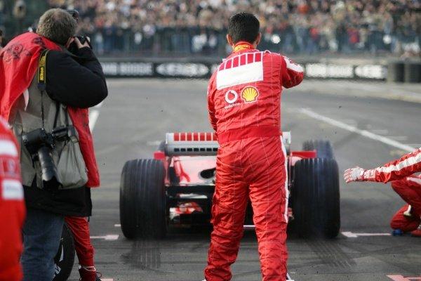Luca Badoer (ITA) demonstrates a Ferrari F2005. Bologna Motor Show, Bologna, Italy, 3-4 December 2005.DIGITAL IMAGE