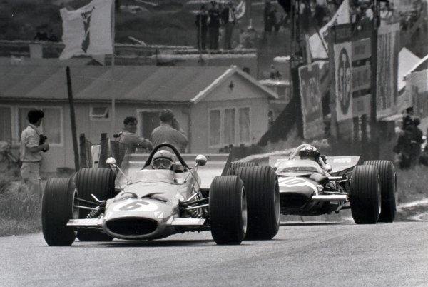 1969 Dutch Grand Prix.Zandvoort, Holland. 21 June 1969.Bruce McLaren, McLaren M7C-Ford, retired, leads Jo Siffert, Lotus 49B-Ford, 2nd position, action.World Copyright: LAT PhotographicRef: Autocar b&w print