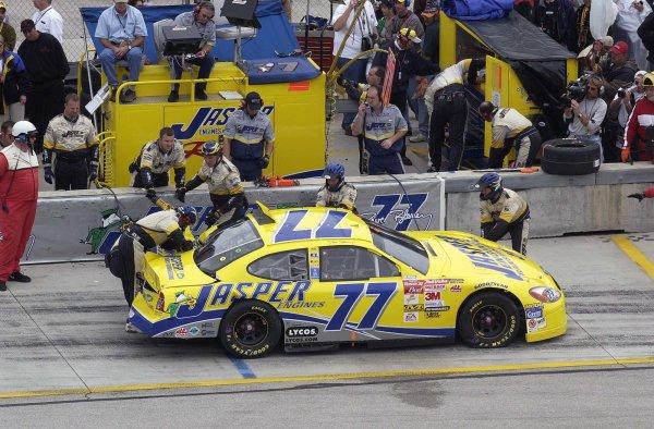 2002 NASCAR Miami, USA November 14-17,2002,Homestead-Miami Motorsports Complex-crews working on Dave Blaneys smashed racer,-Robt LeSieur2002LAT Photographic