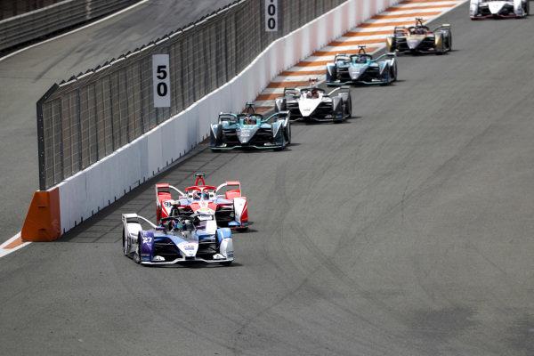 Jake Dennis (GBR), BMW I Andretti Motorsport, BMW iFE.21, leads Alex Lynn (GBR), Mahindra Racing, M7Electro, Oliver Turvey (GBR), NIO 333, NIO 333 001, Norman Nato (FRA), Venturi Racing, Silver Arrow 02, Tom Blomqvist (GBR), NIO 333, NIO 333 001, and Norman Nato (FRA), Venturi Racing, Silver Arrow 02