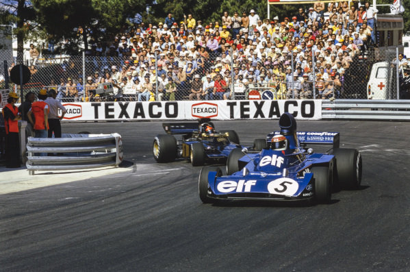 Jackie Stewart, Tyrrell 006 Ford leads Emerson Fittipaldi, Lotus 72E Ford.