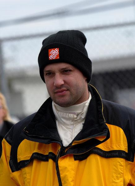 2002 Daytona 24 Hours TestingDaytona, Florida 4th January 2002Tony Stewart, NASCAR star in the Crawford Racing pits.World Copyright: Richard Dole/LAT Photographic