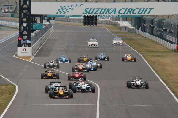 2014 All-Japan F3 Championship Suzuka, Japan. 12th - 13th April 2014. Rd 1. Race 2 - Start of the race, action World Copyright: Yasushi Ishihara / LAT Photographic. Ref: 2014JF3_Rd2_001.JPG