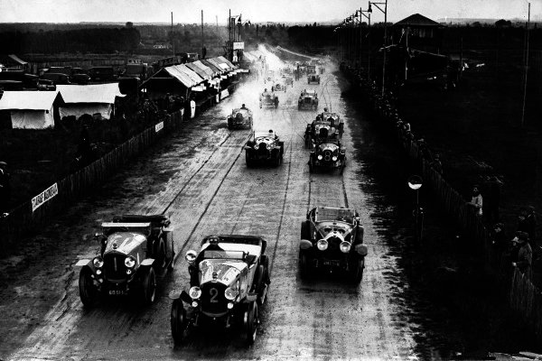 1923 Le Mans 24 Hours.  Le Mans, France. 26th - 27th May 1923. Gonzague Lecureul/Dlaud (number 2) leads Andre Dils/Nicolas Caerels (both Excelsior Albert 1er) and Robert Bloch/Stalter (Lorraine-Dietrich B3-6) at the start. World Copyright: LAT Photographic. Ref: S74-2591. Published: Autocar 1/6/1923 p947.