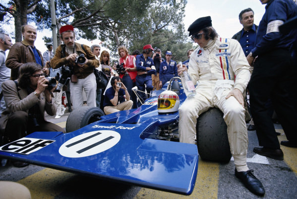 Jackie Stewart, Tyrrell 003 Ford, with a bottle of water as he waits on the grid before the race.