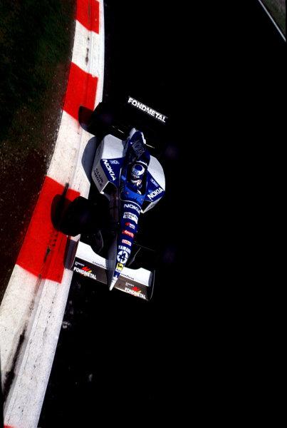 1995 Italian Grand Prix.Monza, Italy.8-10 September 1995.Mika Salo (Tyrrell 023 Yamaha) 5th position at Parabolica.World Copyright - LAT Photographic