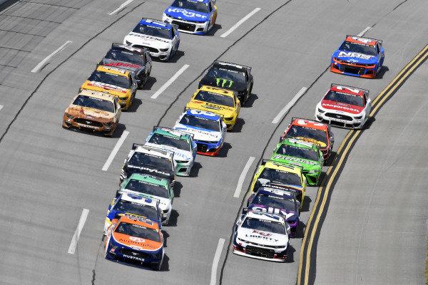 #22: Joey Logano, Team Penske, Ford Mustang Autotrader and #24: William Byron, Hendrick Motorsports, Chevrolet Camaro Liberty University