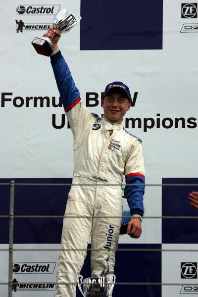 Dean Smith (GBR) Soper Sport won the rookie class in race 2. Formula BMW UK Championship, Rockingham, England, 4-5 September 2004. DIGITAL IMAGE.