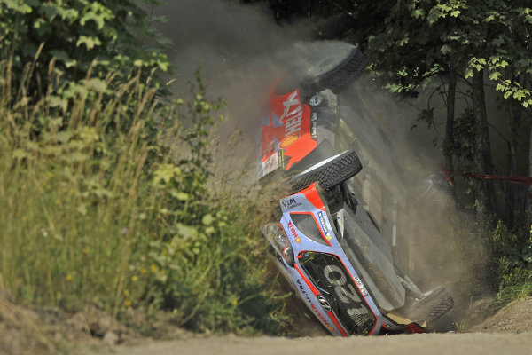 Thierry Neuville (BEL) / Nicolas Gilsoul (BEL) Hyundai i20 WRC crashes at FIA World Rally Championship, Rd7, Lotos 71st Rally Poland, Day Three, Mikolajki, Poland, Sunday 5 July 2015.