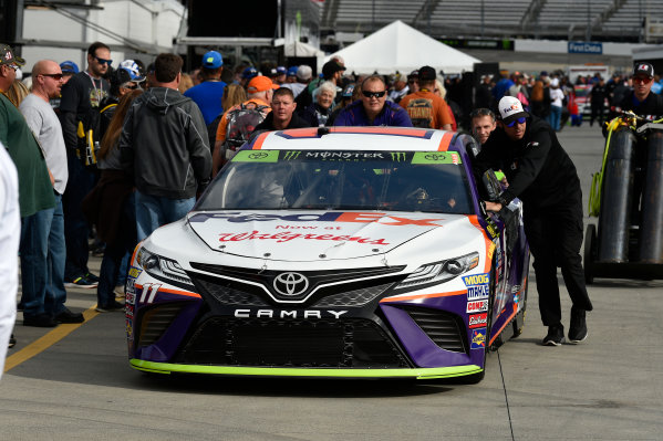 Monster Energy NASCAR Cup Series First Data 500 Martinsville Speedway, Martinsville VA USA Saturday 28 October 2017 Denny Hamlin, Joe Gibbs Racing, FedEx Walgreens Toyota Camry crew World Copyright: Scott R LePage LAT Images ref: Digital Image lepage-171028-mart-3183