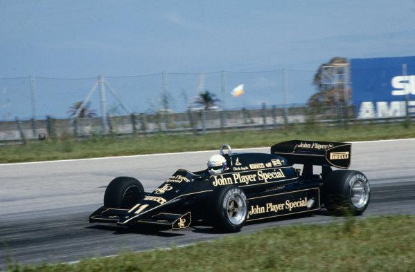 Jacarepagua, Rio de Janeiro, Brazil.11-13 March 1983.Elio de Angelis (Lotus 91 Ford), Disqualified, changed car after parade lap, action. World Copyright: LAT Photographic.Ref:  83BRA