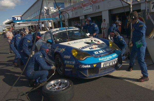 Marc Lieb (GER) / Joel Camathias (SUI) Autorlando Sport Porsche 911 GT3-RSR.Le Mans Series, Rd4, Donington Park, England, 28 August 2006.DIGITAL IMAGE