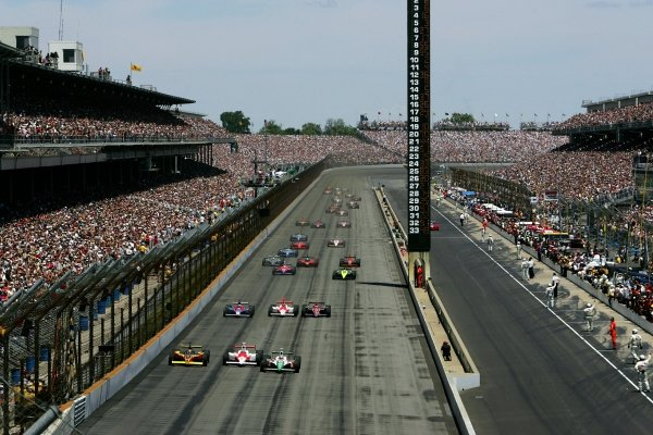 The start of the Indianapolis 500.IRL IndyCar Series, Rd5, 89th Indianapolis 500, Indianapolis Motor Speedway, Indianapolis, USA. 29 May 2005.DIGITAL IMAGE