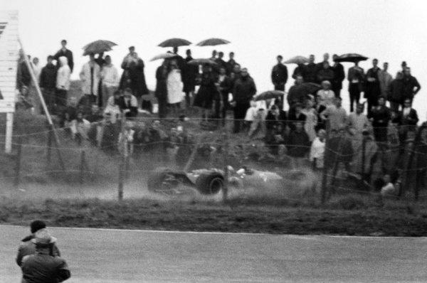 1968 Dutch Grand Prix.Zandvoort, Holland. 23 June 1968.Bruce McLaren, McLaren M7A-Ford, retired, accident, action.World Copyright: LAT PhotographicRef: Motor b&w print