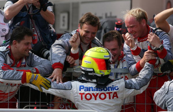 2005 Hungarian Grand Prix - Sunday Race,Budapest, Hungary. 31st July 2005 Ralf Schumacher, Toyota TF105 celebrates with his team after the race. World Copyright: Steve Etherington/LAT Photographic ref: 48mb Hi Res Digital Image