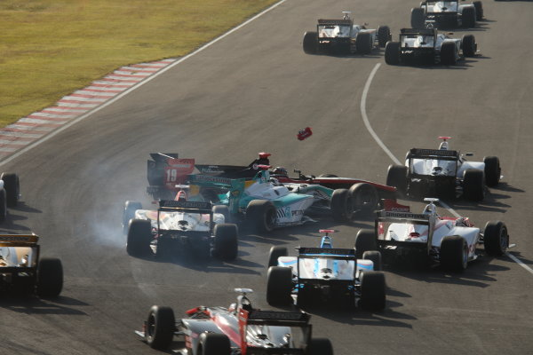 2014 Super Formula Series Sugo, Japan. 27th - 28th September 2014. Rd 6. The first lap accident, action World Copyright: Yasushi Ishihara / LAT Photographic. Ref:  2014SF_Rd6_018.JPG