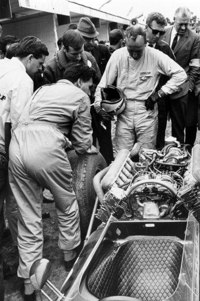 1966 British Grand Prix.Brands Hatch, Great Britain. 16 July 1966.John Surtees, Cooper T81-Maserati, retired.World Copyright: LAT Photographic