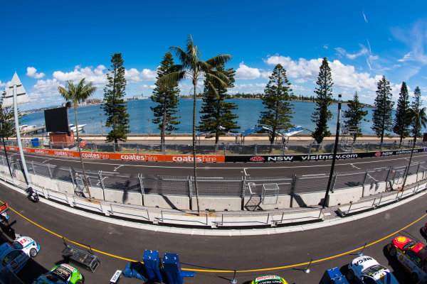 2017 Supercars Championship Round 14.  Newcastle 500, Newcastle Street Circuit, Newcastle, Australia. Thursday November 23rd to Sunday November 27th 2017. Pit straight. World Copyright: Daniel Kalisz/LAT Images Ref: Digital Image 231117_VASCR14_DKIMG_0068.jpg