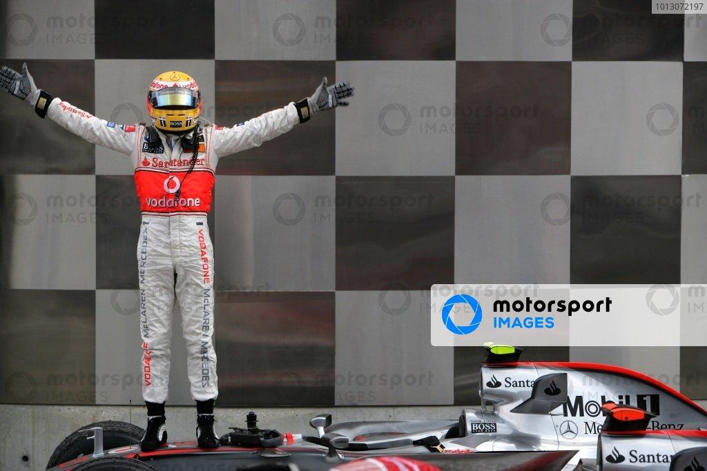 2007 USA Grand Prix - Sunday RaceIndianapolis, Indiana, USA.17th June 2007.Lewis Hamilton, McLaren MP4-22 Mercedes celebrates in Parc Ferme.World Copyright: Andrew Ferraro/LAT Photographicref: Digital Image VY9E9428