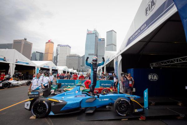 FIA Formula E Hong Kong e-Prix. The Race. Sebastien Buemi (SUI), Renault e.Dams, Spark-Renault, Renault Z.E 16.  Hong Kong Harbour, Hong Kong, Asia. Sunday 9 October 2016. Photo: Adam Warner / FE / LAT ref: Digital Image _L5R8300