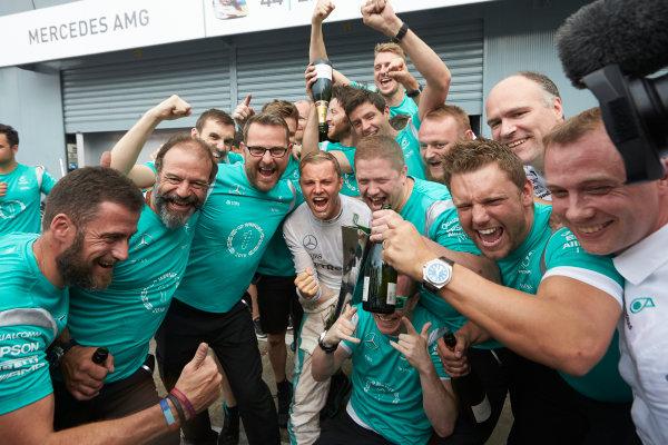 Autodromo Nazionale di Monza, Italy  Sunday 4 September 2016. Nico Rosberg, Mercedes AMG, 1st Position, celebrates with his team. World Copyright: Steve Etherington/LAT Photographic ref: Digital Image SNE28076
