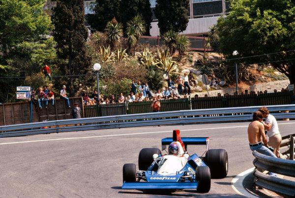 1975 Spanish Grand Prix.  Montjuich Park, Barcelona, Spain. 25-27th April 1975.  Bob Evans, BRM P201, at the turn 1 hairpin.  Ref: 75ESP25. World Copyright: LAT Photographic