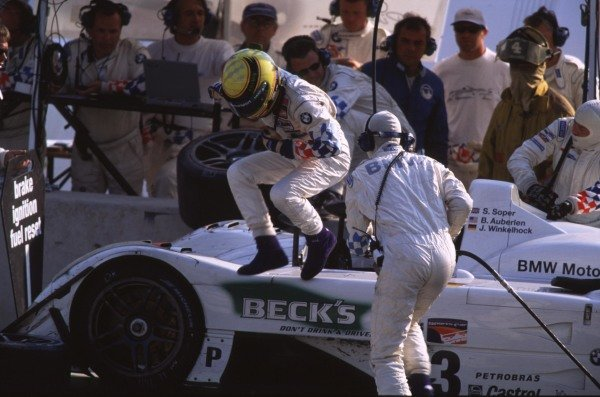 1999 American Le Mans Series.Road Atlanta, USA.17-19 September 1999.Second placed BMW makes a pit stop.World - Tee/LAT Photographic