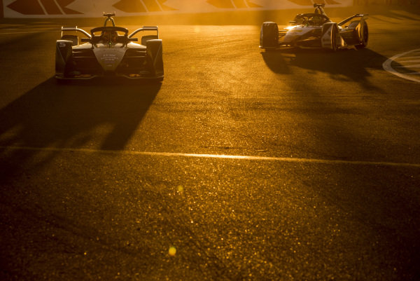 Stoffel Vandoorne (BEL), HWA Racelab, VFE-05 leads Lucas Di Grassi (BRA), Audi Sport ABT Schaeffler, Audi e-tron FE05