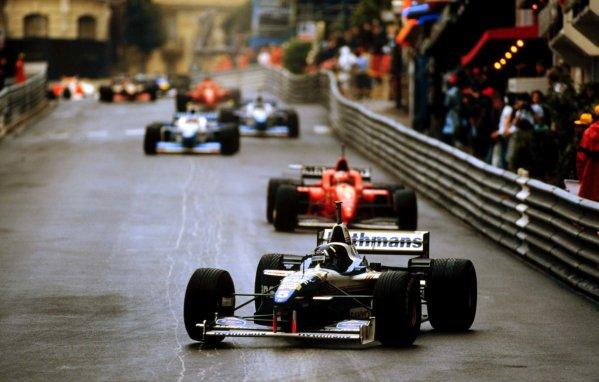 Monaco Grand Prix.Monte Carlo, Monaco.16-19 May 1996Damon Hill (Williams FW18 Renault) leads at the start.World Copyright - LAT Photographic