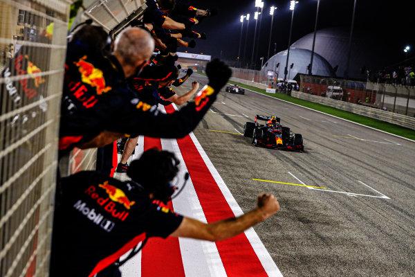 Alexander Albon, Red Bull Racing RB16 crosses the finish line