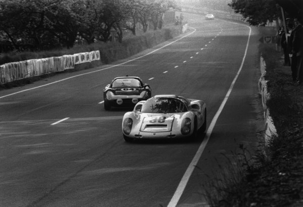 Le Mans, France. 10th - 11th June 1967.Rolf Stommelen / Jochen Neerspasch (Porsche 910), 6th position leads Marcel Martin / Jean Mesange (Abarth 1300 OT), 16th position, action.World Copyright: LAT Photographic.Ref: Motor 550O - 20A