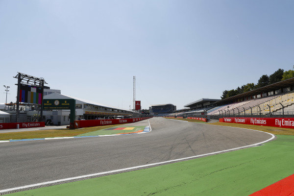 Circuit detail of the pit straight and first corner.
